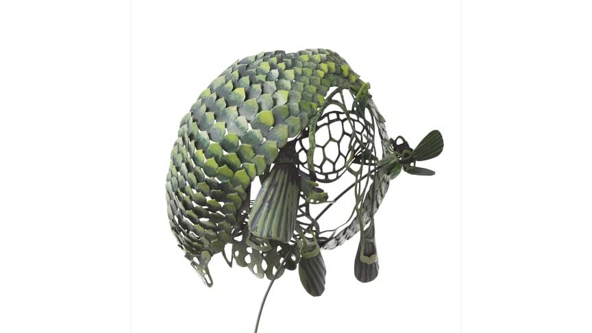 "Hanna Hedman, ""While they await extinction"", 2011, brosch; silver, koppar och färg. Foto: Sanna Lindberg"