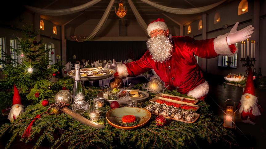 Slå er ner, luta er tillbaka och avnjut ett julbord i första klass. Välkommen till ett tidlöst julbord - helt i tidens tecken.