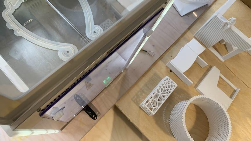 Arkitekter skriver ut skyddsutrustning till vårdpersonal i coronatider