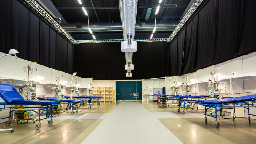 From the Stockholmsmässan alone, 200 people have been working intensely to prepare the field hospital, and on Monday an additional 50 people were on the site.