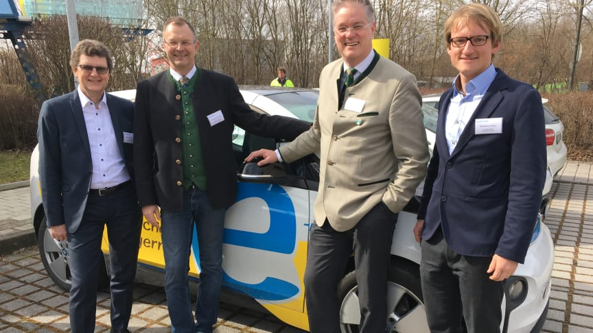 Bürgermeister und kommunale Vertreter aus der Region trafen sich mit dem Bayernwerk zum Energiedialog am Standort Unterschleißheim.