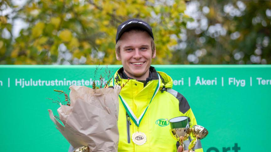 Med ett stort lugn tog Daniel Kvist från Linghem segern i SM för lastbilsförare. Foto: Liza Simonsson