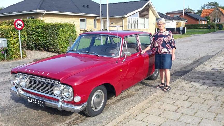 Ford Classic Club-medlem Vibeke Bundgård med sin Ford Zodiac Mk. 3.