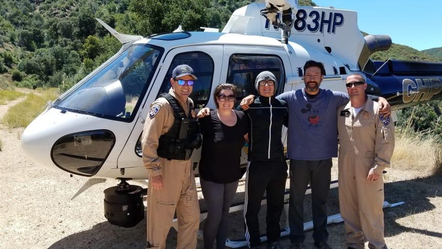 Bild ovan: Familijen Ramirez med räddningstjänsten.