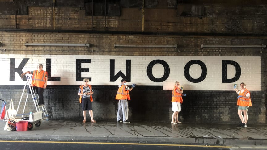 Cricklewood railway bridge cleaning