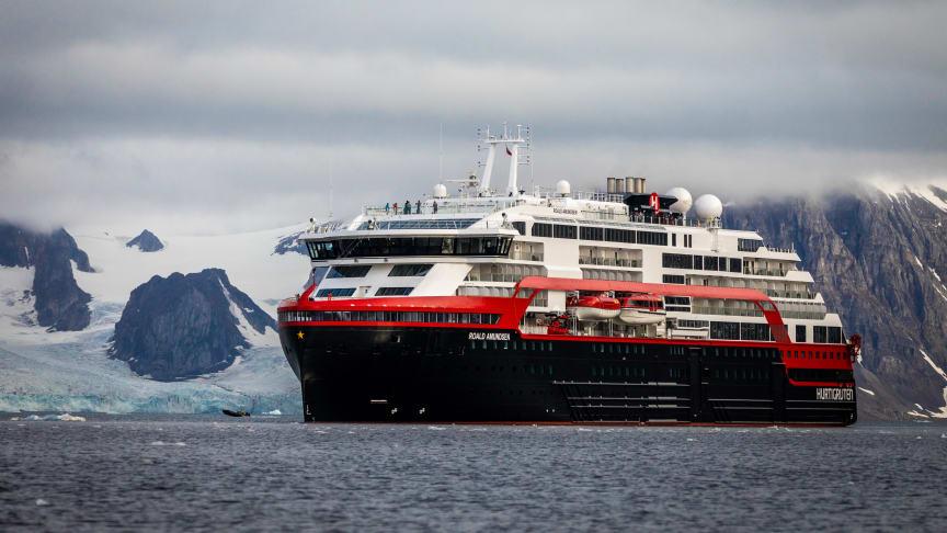 HYBRID POWERED TO BRITISH ISLES: After completing a summer season on Svalbard, battery hybrid powered MS Roald Amundsen will do a series of British Isles expedition cruises. Photo: OSCAR FARRERA/Hurtigruten