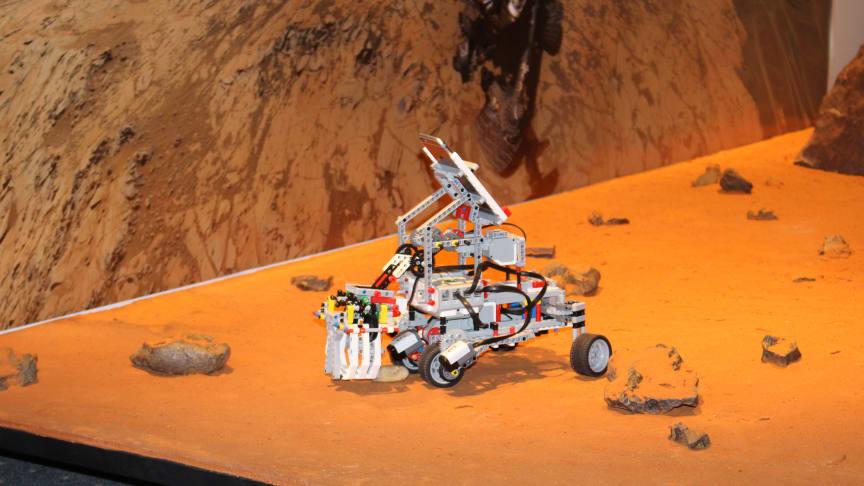 """Ein """"Mars-Rover"""" der 4. SIA RoboTool bei der Abschlusspräsentation im DLR Berlin."""