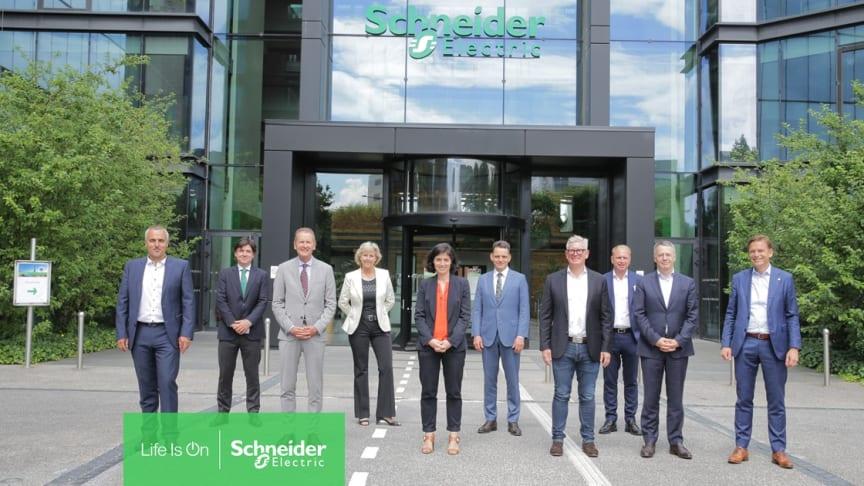 Från vänster till höger: Peter Weckesser, Armando Martinez, Herbert Diess, Connie Hedegaard, Christel Heydemann, Leonhard Birnbaum, Börje Ekholm, Henrik Henriksso, Thierry Vanlancker, Christian Levin