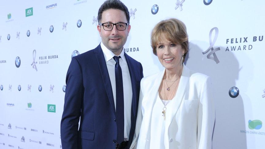 Stiftungs-Vorstand Dr. Christa Maar und Marketingleiter Carsten Frederik Buchert begrüßten 480 Gäste beim Felix Burda Award 2016
