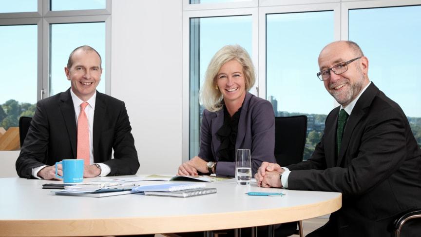 Barmenia-Vorstände Andreas Eurich und Martin Risse mit Geschäftsführerin vom TÜV Rheinland, Gabriele Rauße