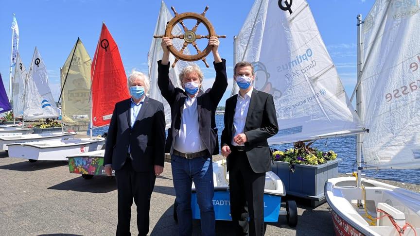 Das Segelprojekt Camp 24/7 für die Saison 2020 ist eröffnet. vl: Hans-Werner Tovar, Uwe Wanger, Frank Meier