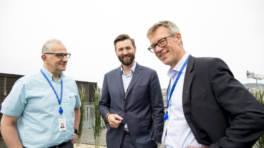 Fra venstre i bildet; Svein Mulelid, IT-sjef, Jernbanedirektoratet, Kjetil Taraldlien, Client Partner Sopra Steria og Christoffer Serck-Hanssen, organisasjonsdirektør i Jernbanedirektoratet.