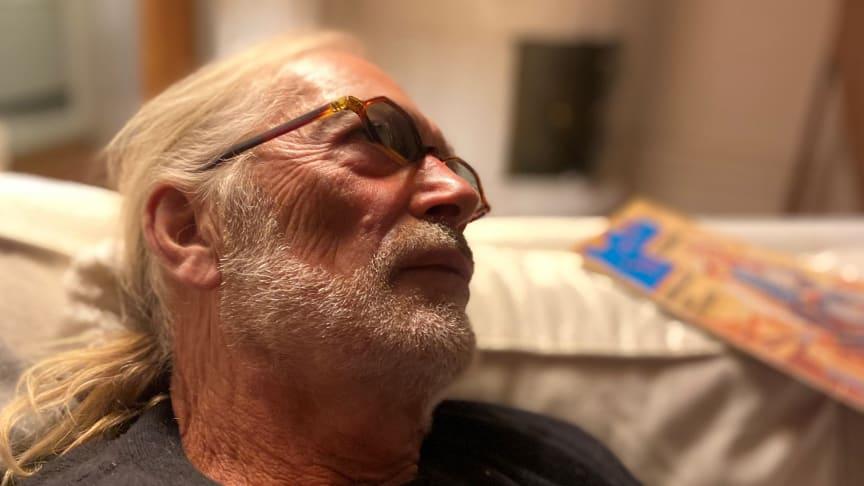 """Bill Öhrström svensk blues """"Grand Old Man"""" släpper nytt album den 23 september - ett första smakprov är """"Älskling kom hem""""!"""