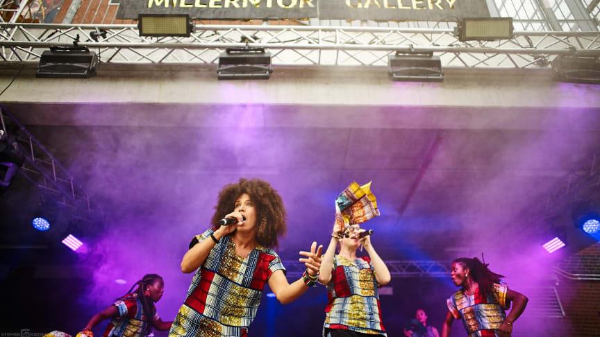 Melanie Whorton in concert für sauberes Trinkwasser auf der Millerntor Gallery #5
