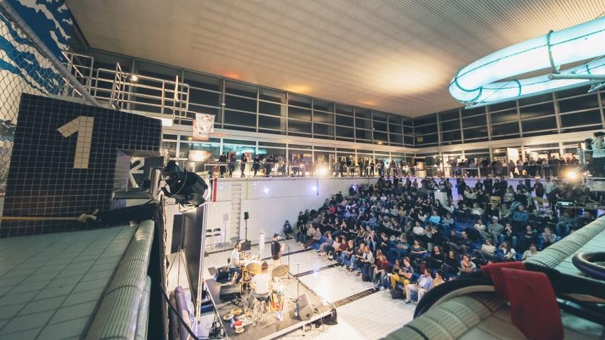 NEUSICHT taucht zum dritten Mal im Luzerner Hallenbad auf - ART CREATES WATER by VcA Schweiz <3