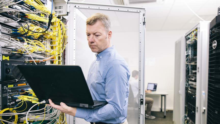 Einblick in die Technikzentrale von Deutsche Glasfaser. Foto: Deutsche Glasfaser / Michael Bader