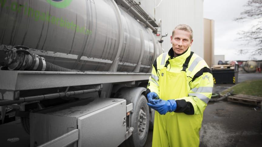 Biogasstankbil hos Fredrikstad kommunes prosessanlegg (Illustrasjonsbilde).