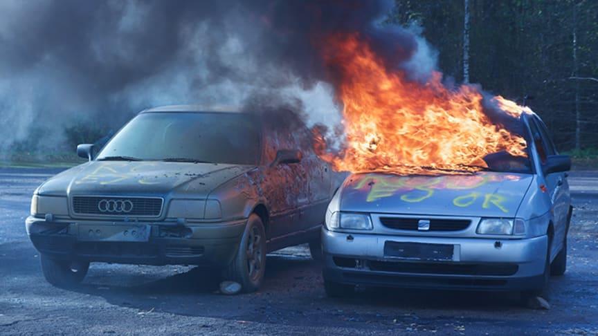 I över sex minuter lyckades bilen som besprutats med AVD stå emot branden och förhindra att den spreds. Foto: Håkan Linger