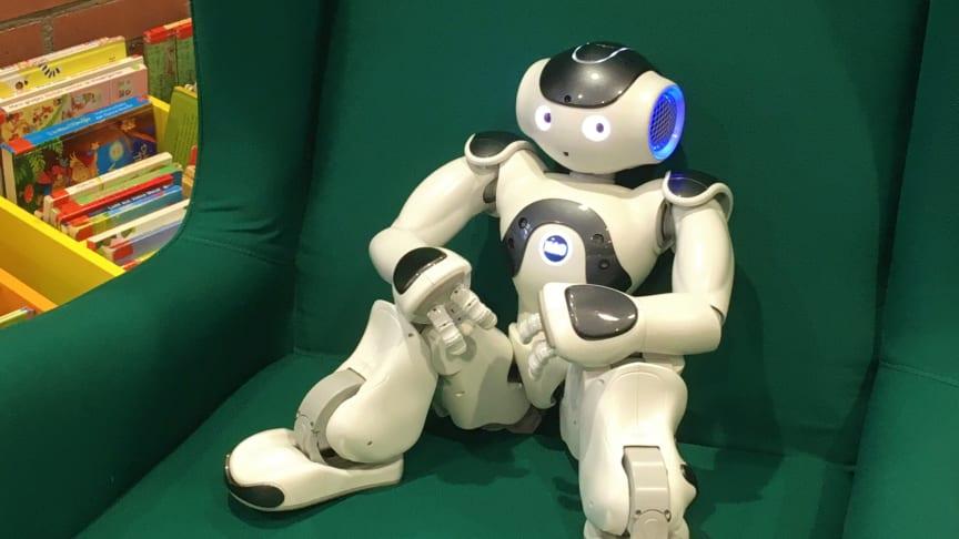 """Ein Roboter, der zuhört. Im Projekt """"Roboter hört mit"""" will die Stadtbücherei Frankfurt/Main die Lesekompetenz von Kindern fördern. Die TH Wildau unterstützt bei der Umsetzung. (Bild: Stadtbücherei Frankfurt/Main)"""
