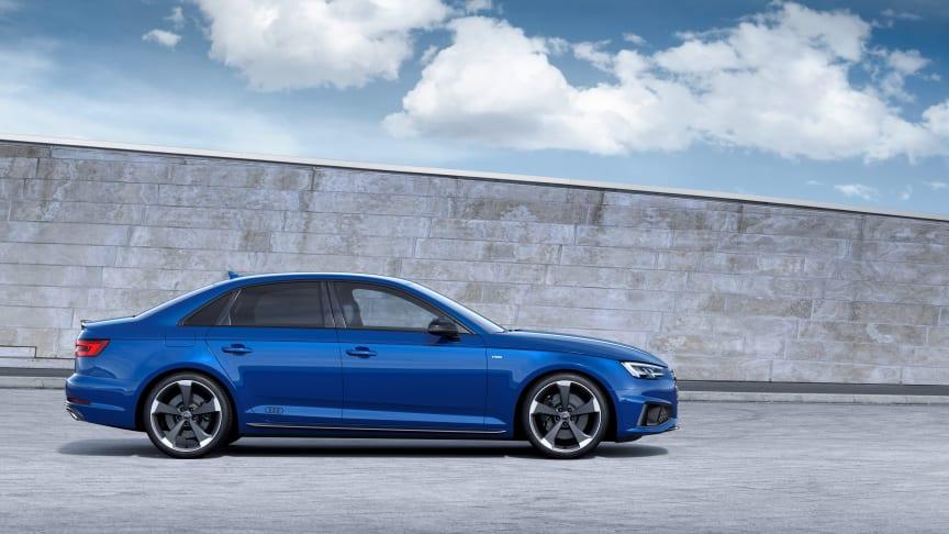 Audi A4 Limousine (ascariblå) statisk fra siden