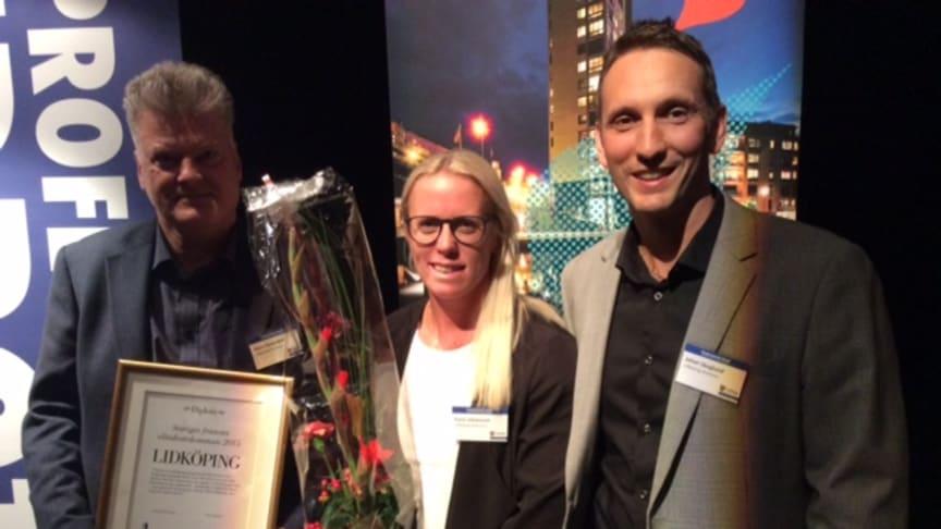 Bild från prisutdelningen 2015 där Lidköping vann Elitidrottspriset; (fr.v.)Glenn Rytterfjell, Karin Johansson och Johan Skoglund tar emot priset