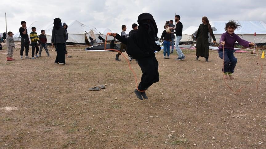 Barn som leker i Al-Hol, februari 2019. Fotograf: Save the Children