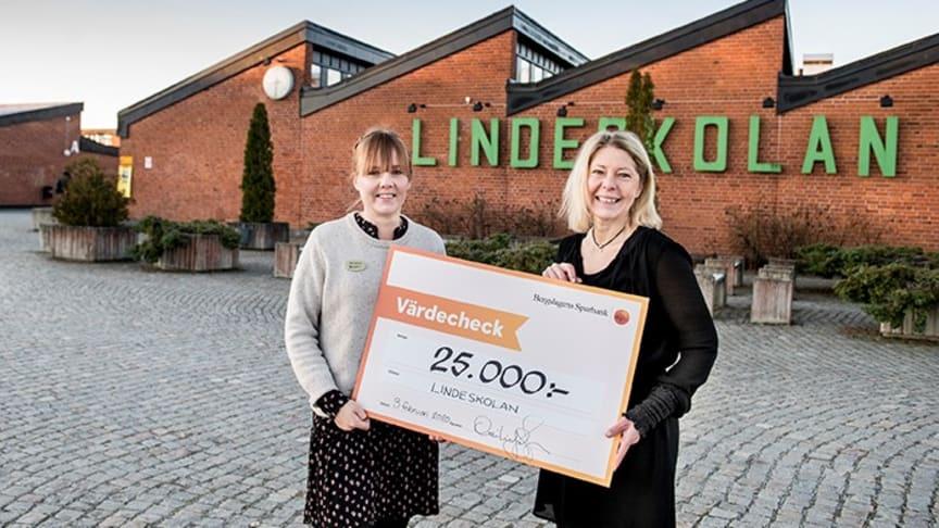 Tjugofem tusen kronor förvandlades till tjugofem examina på Lindeskolan