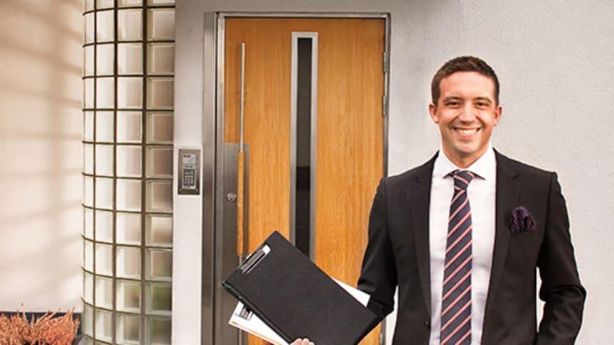 Lågt, men ökat, förtroende för fastighetsmäklare