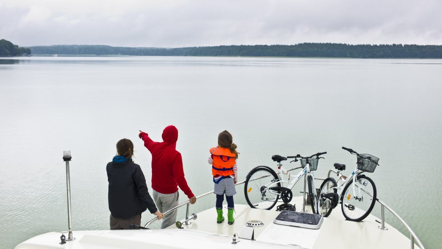 Unvergessliche Entdecker-Momente mit der Familie kann man bei einem Urlaub auf dem Wasser in Brandenburg und Mecklenburg-Vorpommern erleben. Foto: TMB-Fotoarchiv/Yorck Maecke.