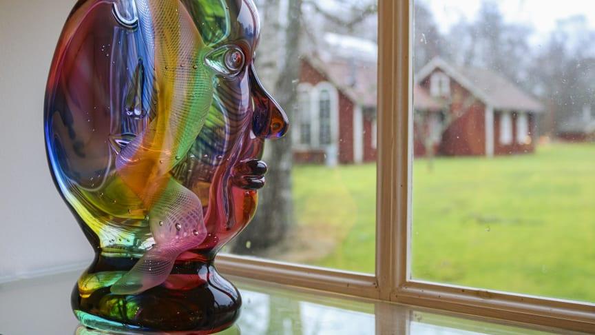 Transjö ligger mitt i Glasriket och är en liten studiohytta där mästarna Jan-Erik Ritzman och Sven-Åke Karlsson verkar.