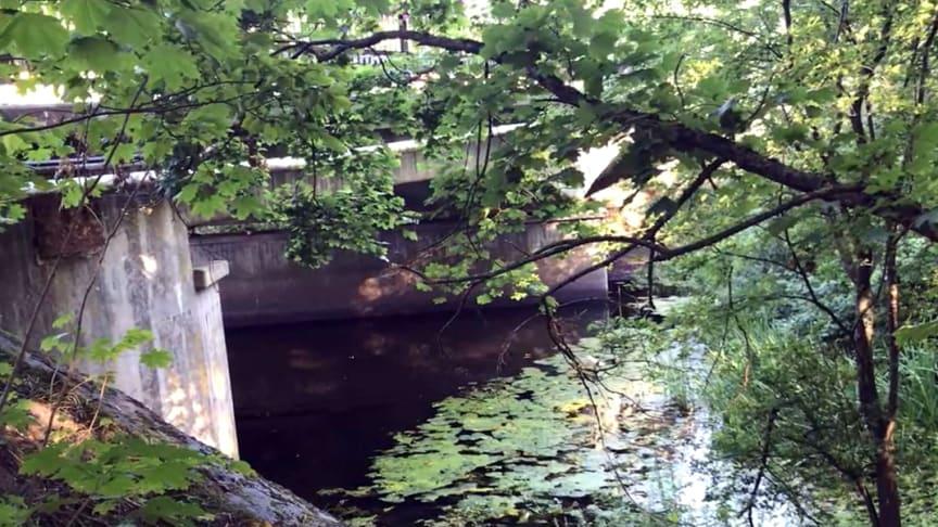 Bron över Kävlingeån inspekterades augusti 2020 och ska nu få nytt tätskikt.