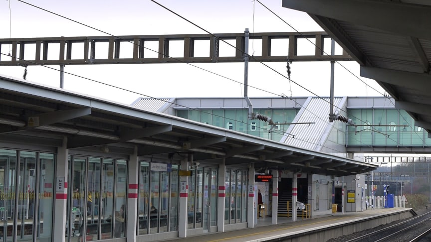 Network Rail begins lift replacement at Luton Airport Parkway station