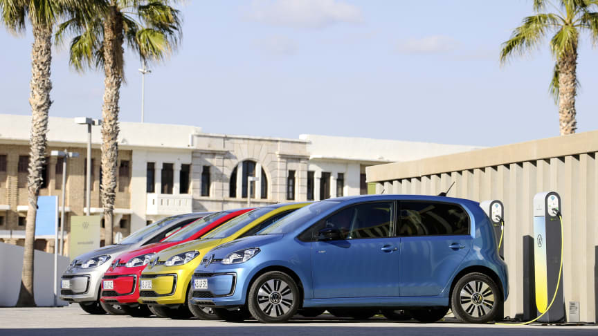 Volkswagen introducerer onlinesalg af e-up! kombineret med gratis opladning i et år.