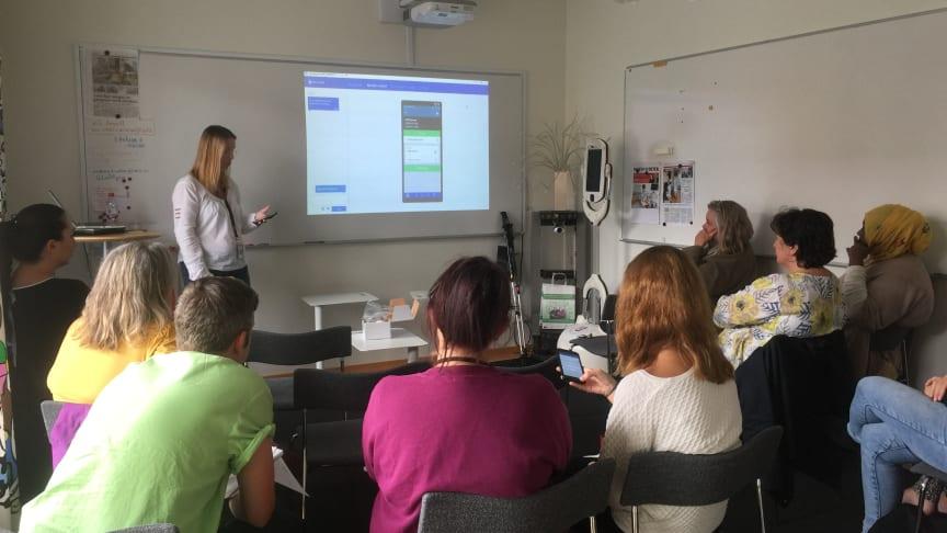Avdelning Mossen på Ängens vård- och omsorgsboende utbildas inför Test 1 i Smart Blocks-projektet.