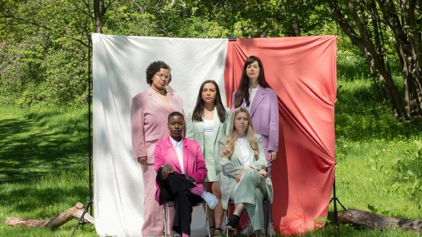 Hela Maktsalongens nya team, högst upp från vänster; Hanna Böhm, Angela Refuerzo Larsson, Emelie Karinsdotter, Juliet Atto och Louise Grabo. Foto: Louise Helmfrid