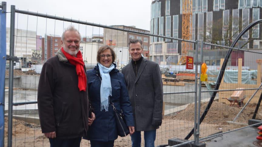 Die StadtführerInnen freuen sich u.a. auf die neue Wasserachse Kleiner Kiel Kanal v.li.: Uwe Trautsch, Manuela Junghölter, Jens-Olaf Beismann