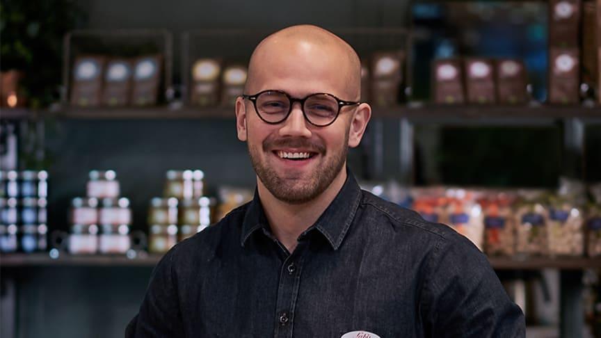 """Daniel Duse, matutvecklingsansvarig på Sabis, i den nya """"hybriden mellan butik och restaurang"""""""