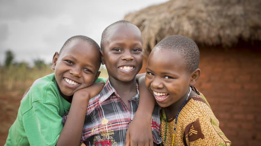 Världen behöver mer barnskratt. Foto: Boas Opedun