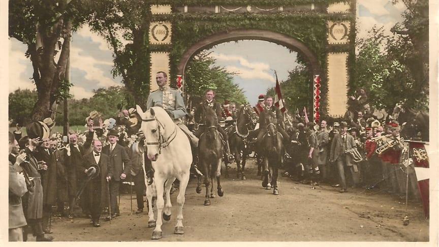 Kong Christian X der rider over Kongeå-grænsen d. 10. juli 1920