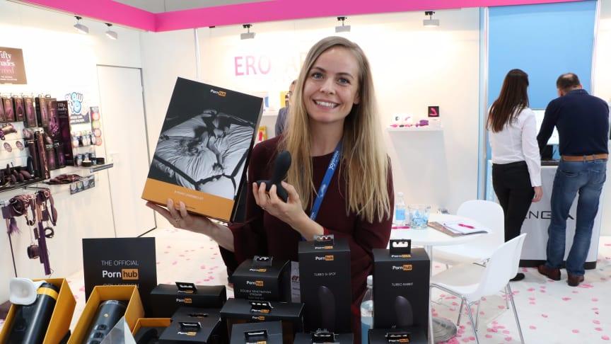 Mathilde med Pornhub produkterne