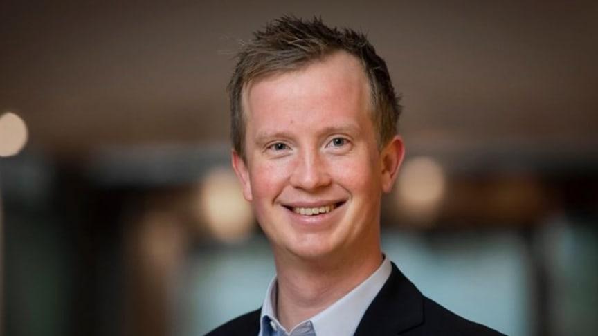 – Så lenge samfunnet gradvis blir gjenåpnet forventer vi en inkassotopp i løpet av høsten og vinteren, sier Morten Trasti, gjeldsøkonom i Lindorff.