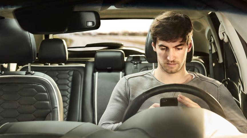 Undersøgelse afslører hvordan unge kører i forældrenes bil