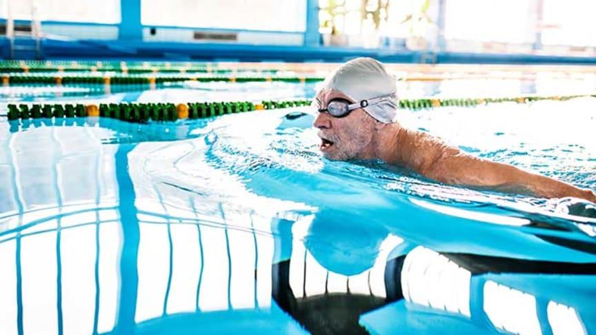 Det är inte ovanligt att man överskattar sin förmåga när det kommer till simning. Foto: Colourbox