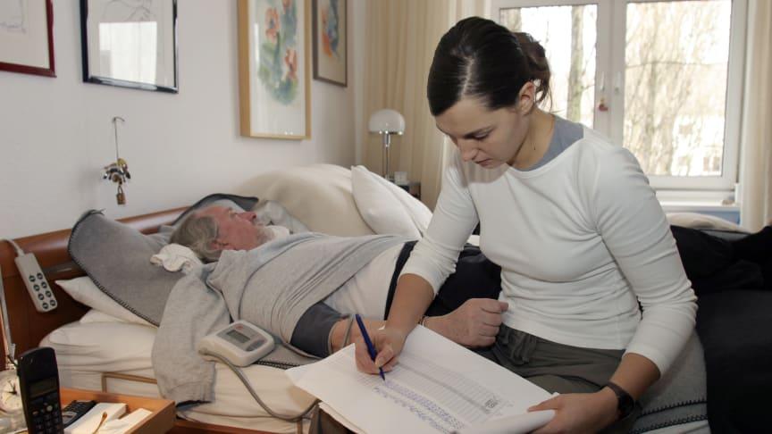 Eine private Pflegeversicherung nimmt im Pflegefall zumindest die finanziellen Sorgen. Foto: SIGNAL IDUNA