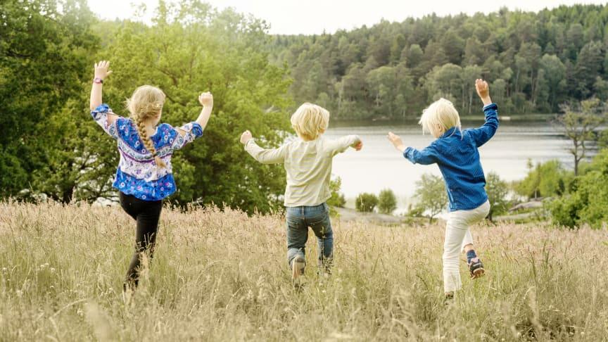 Ikke så langt fra Kungsbacka kan børn og barnlige sjæle opleve en svunden tid i Äskhults landsby, som er et slags Frilandsmuseum. Foto: Göran Assner