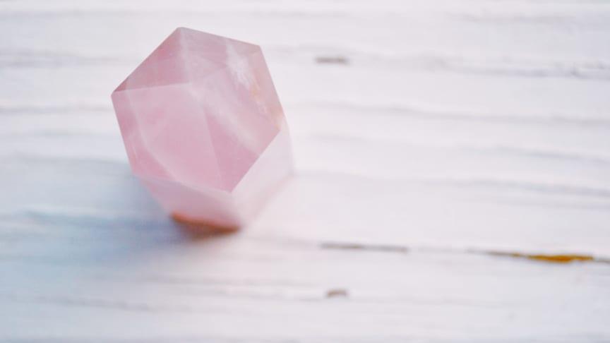 Krystalklar healing – nu på nettet