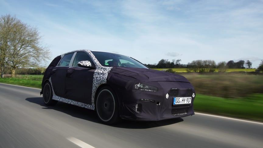 Hyundai i30 N hårdtestas på vägar i Storbritannien.