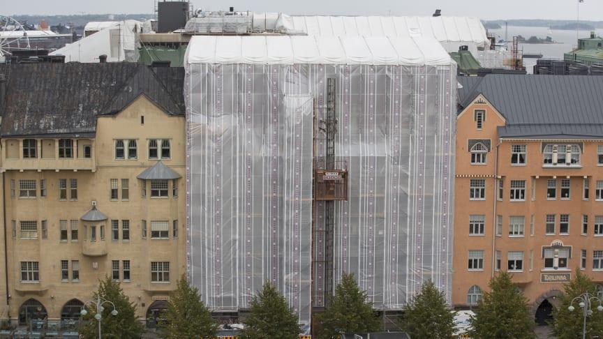 Waldemar Aspelinin suunnittelema Korkeimman hallinto-oikeuden rakennus Fabianinkadulla Helsingissä valmistui 1901. Syksyllä kohteessa tehtiin sääsuojausta vaativa julkisivu- ja vesikattoremontti.