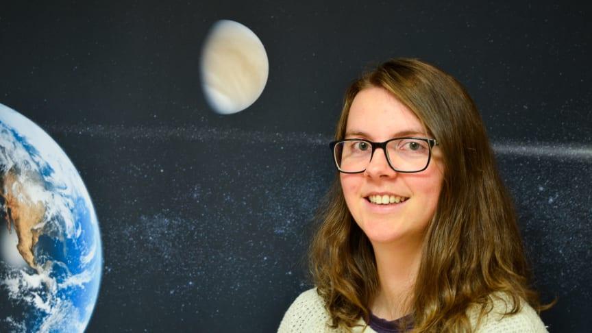 Moa Persson från Skövde visar i sin doktorsavhandling att överraskande lite vatten har flytt till rymden från planeten Venus. Hon har analyserat data från IRF:s rymdinstrument ombord på ESA:s rymdsond Venus Express. Foto: Annelie Klint Nilsson, IRF.