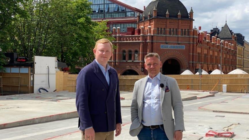 Dennis Wedin, bostads- och fastighetsborgarråd i Stockholms stad tillsammans med  Mathias Aronsson, vice vd och regionchef för Wallenstam.
